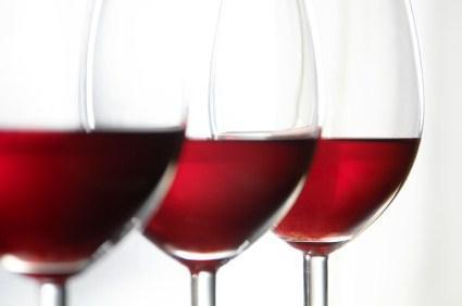 Enlever une t che de vin sur une nappe cuisine trucs for Enlever tache de vin sur tapis