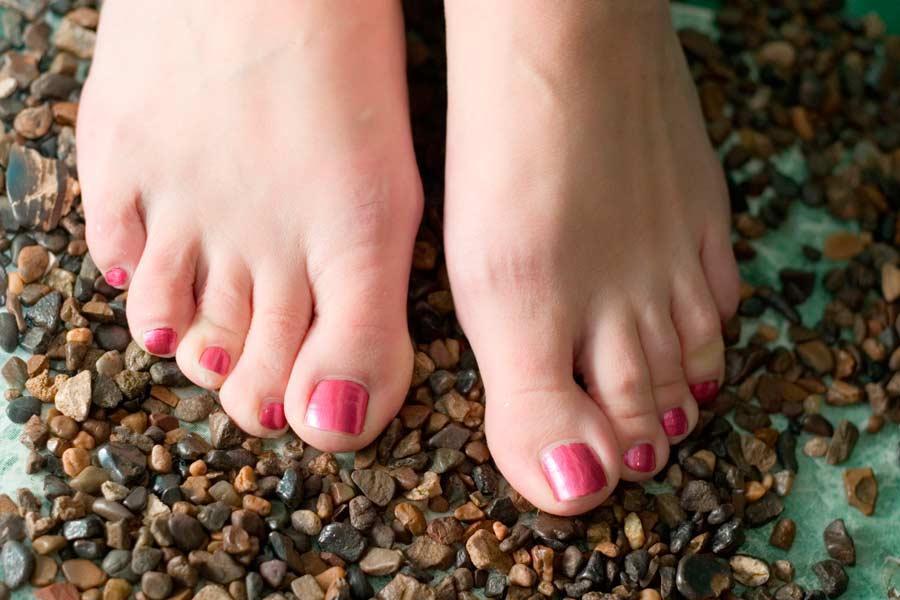 Des pieds presque parfaits beaut magazine le de la r union tooticy - Coupe des ongles de pieds ...